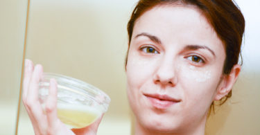 benefits-of-applying-egg-on-face-in-hindi